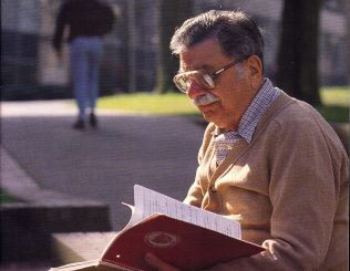 Senior_reading